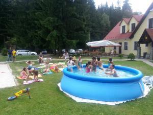 Penzion U Skály - Zahradní bazén pro děti