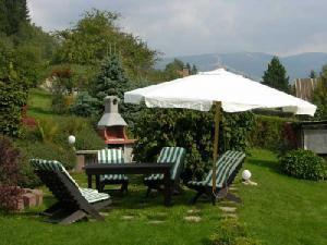 Apartmány Karásková - Posezení na zahradě s výhledem na hory
