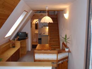Apartmány Karásková - Sezení s kuchyňkou ve studiu