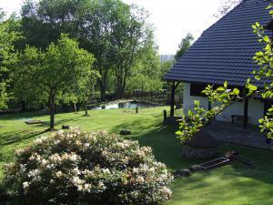 Chalupa Pod Rozhlednou - zahrada v chalupě pod rozhlednou na Prachaticku