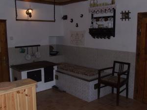 Chalupa Pod Rozhlednou - kuchyně v pronajíman chalupě na prachaticku