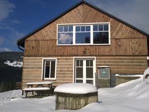 Chata Orlík - Pohled na chatu v zime