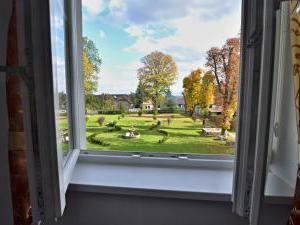 Hotel Svätojánsky kaštieľ*** - výhľad na záhradu