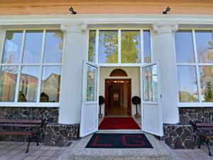 Hotel Svätojánsky kaštieľ*** - vchod