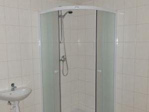 U Vinařského náměstíčka - sprchový kout v suterénu