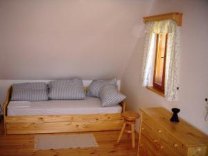 Roubenka Jílové v podkrkonoší - ložnice v patře roubenky