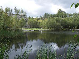 Roubenka Jílové v podkrkonoší - zatopený břidlicový lom ke kopání s pozvolným vstu