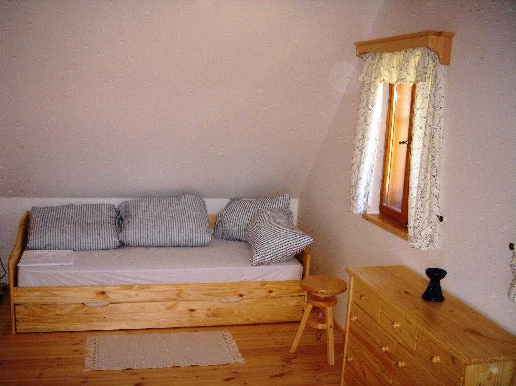 ložnice v patře roubenky