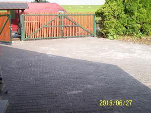 Penzion Edita - hlavní brána a parkoviště