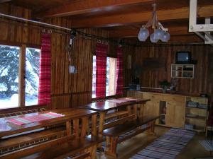 Pribisko 651 - spolocenska miestnost s kozubom