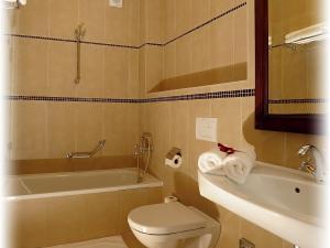 Hotel U krále & Apartmány *** - Koupelna s vanou