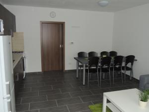 Apartmánový domek U Lucie - Jídelní stůl