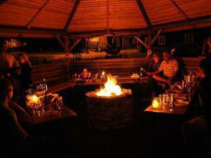 Krušnohorský penzion Javor - večer u ohně