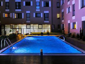 MELROSE Apartments - vonkajší bazén s protiprúdom