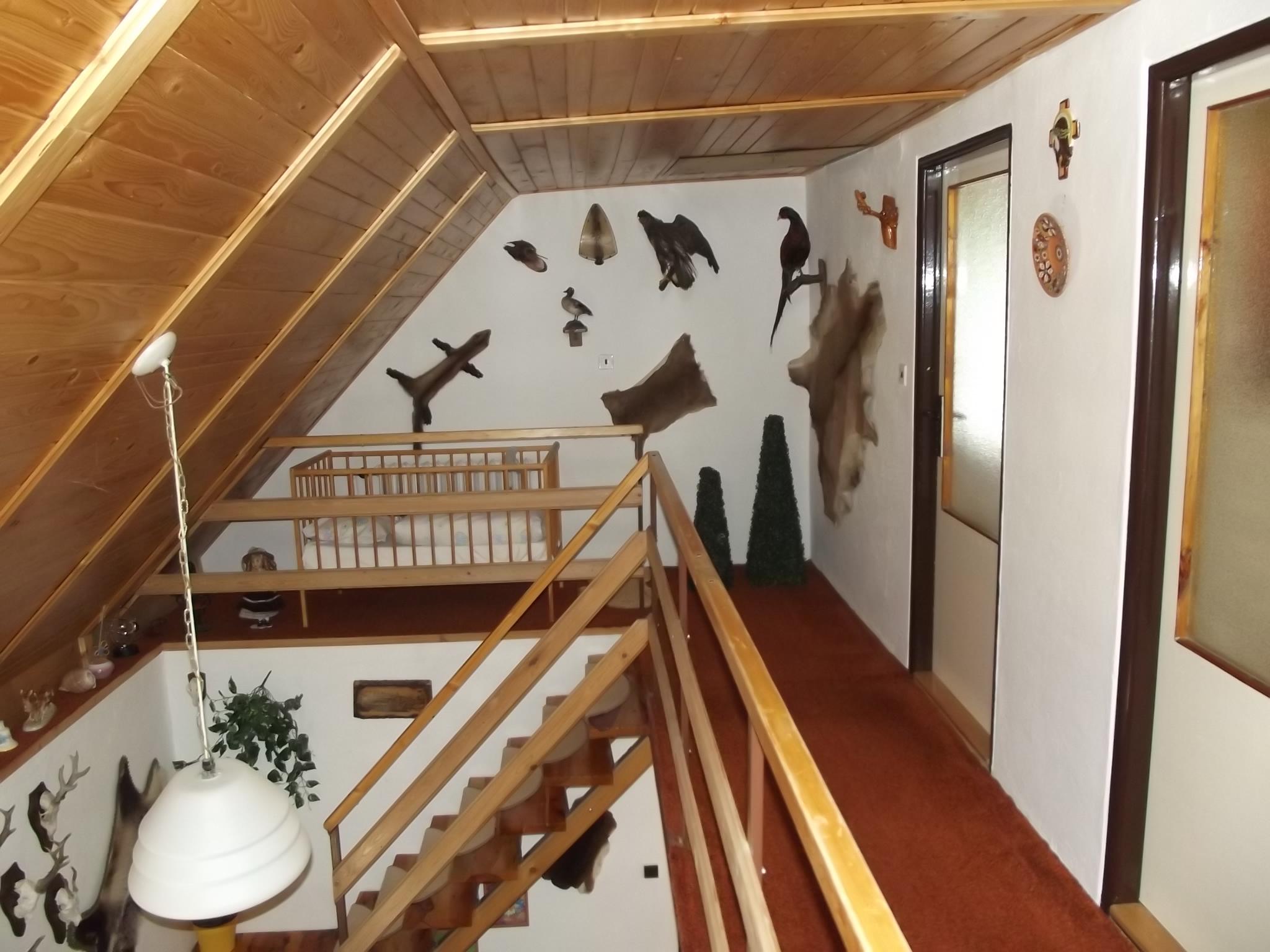 Schodiště + vchody do ložnice 1 a 2.