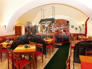 Penzion u Chodského hradu **** - Restaurace Chodský hrad 2