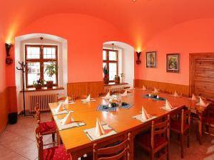 Penzion u Chodského hradu **** - Restaurace Chodský hrad - salónek 1