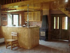Ranch Veselíčko - Kuchyň a barový pult v chatě Veselíčko na Jindřich