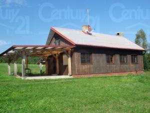 Ranch Veselíčko - Chata - boční pohled s krytou terasou venkovním kr