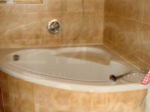 Ranch Veselíčko - Koupelna ve zděném domě s vanou, sprchovým koutem