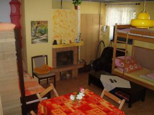 Ubytování u Fořtů Veselí nad Lužnicí - obývací místnost s krbem,5 lůžek