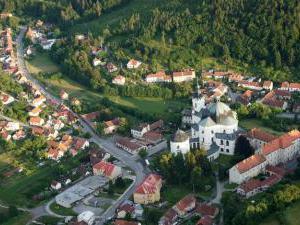 Zámek Křtiny - letecký pohled na Křtiny