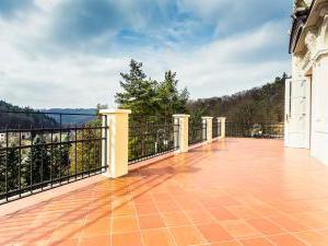Zámek Křtiny - Zámek Křtiny - terasa pro ubytované hosty