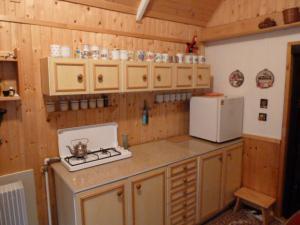 Chatička v Komorní Lhotce - kuchyňka