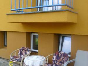 Ubytování u Petry a Milana - posezení pod balkónem