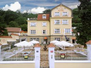 Hotel Villa Milada - Pohled na Miladu z ánfasu