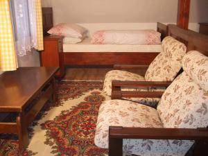 Chalupa v Českém ráji - Manželské lože, pokoj pro 4 osoby, posezení.