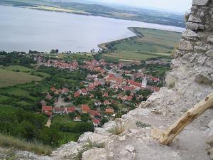 Chalupa Bořetice - Pohled z Dívčího hradu na Novomlýnské nádrže