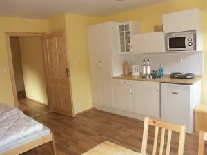 Chalupa Zlatník - ložnice s kuchyňským koutem - apartmán č. 5