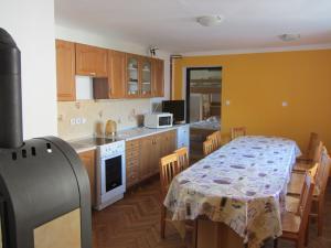 Ubytování u Kubínů na Třeboňsku - Ubytování Kubínovi_Kuchyň_vybavení