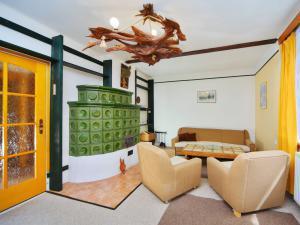 Holiday Home Špindlerův Mlýn a Špindlerův Mlýn Depandance - obývací pokoj