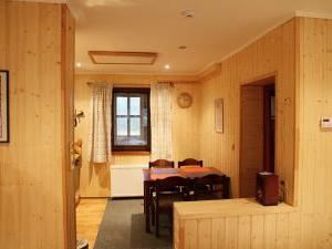 Chata Borůvka - jídelna, kuchyňka v pokoji č.1