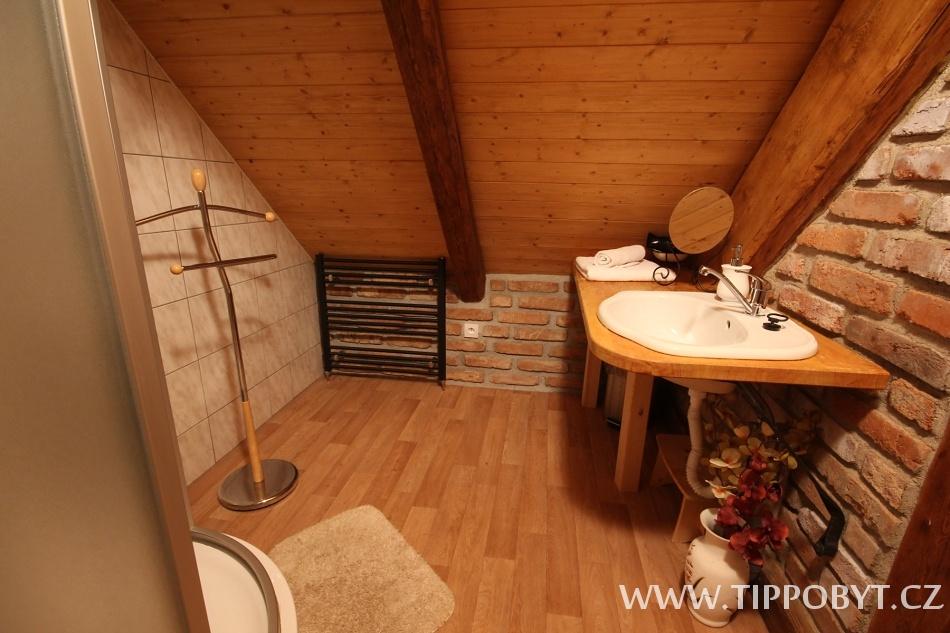 Chalupa Budín Rybníky, koupelna v podkroví