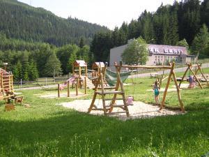 Pension Borůvka - Dětské hřiště vzdálené 200 m od pensionu