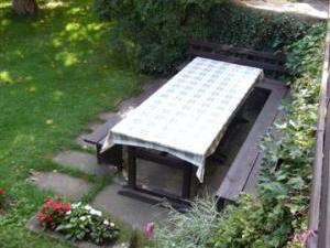 Ubytování v Českém ráji - sezení před domem