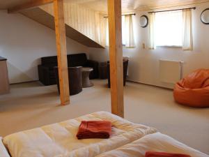 U TŘÍ RŮŽÍ - pokoj postel podkroví