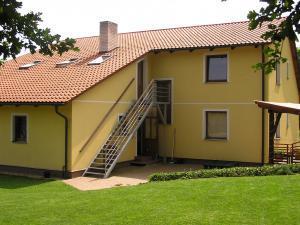 Apartmány  POD LESEM- podkrovní apartmán C - Apartmány POD LESEM- apart. C, vchod pro hosty