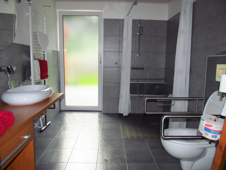 Apartmány POD LESEM- apart. A, koupelna