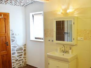 Chalupa Na peci - Stylová koupelna s klenbovými stropy