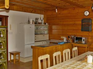 Chalupa Orlické Záhoří - Kuchyň - pohled na pracovní část