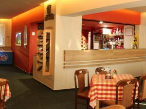 Hotel U PŘEHRADY Rezort - denní bar na hotelu