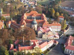 U Sadílků - Pohled na  klášter