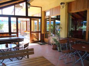 Penzion a restaurace U Čerta Čtyřkoly - prosklená terasa